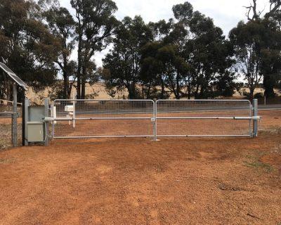 Farm gate kit, dual, galvanised, solar powered