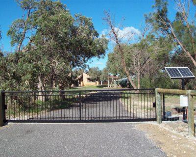 Sliding gate with solar power