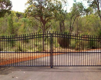 Dual swing gates, convex finish with rings & spears