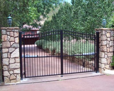 Dual swing gates with rings & spears