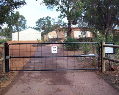 Farm style swing gate