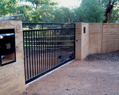 Sliding gate, black powder coated, Norseman style with extra top bar