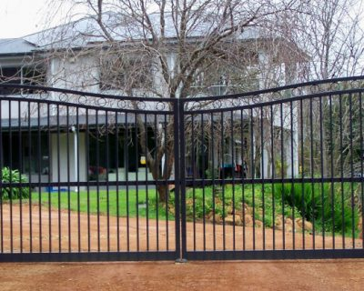 Dual swing gates, Moora style, concave finish.