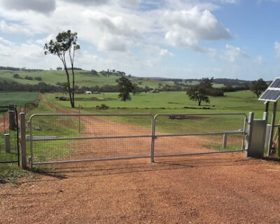 Swing gate kit dual, galvanised, solar powered