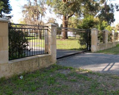 Sliding gate moora style with matching fence panels