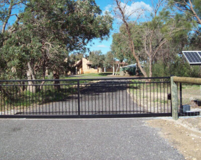 Sliding gate, moora style, solar powered